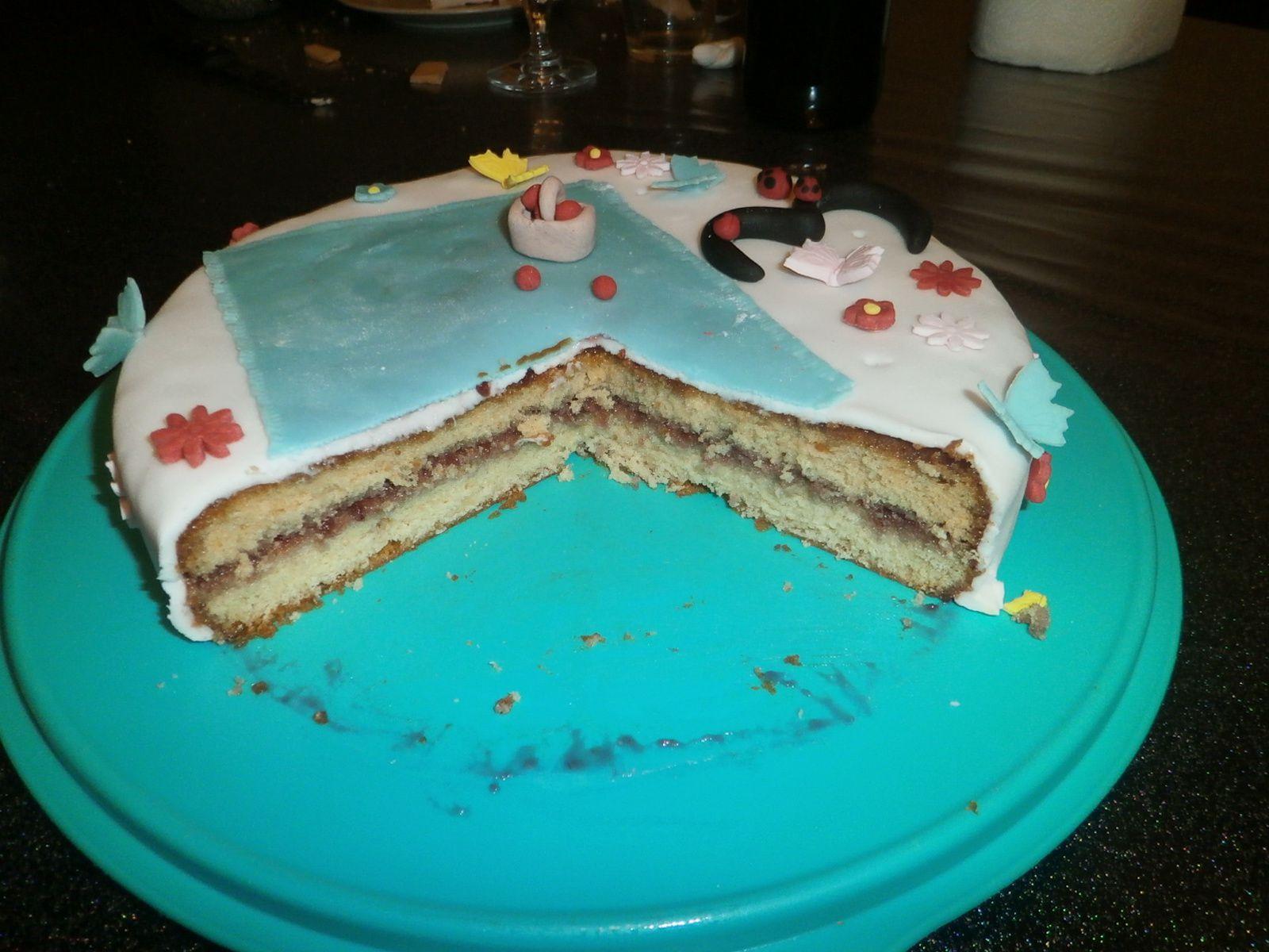 Gâteau d'anniversaire sur le thème de la vache
