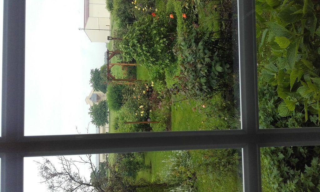 Derrière de la maison, vue du salon