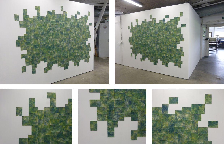 """""""Un coin de verdure""""- série indivisible de 250 sérigraphies sur papier au format 10 X 15 cm chacunes - installation in situ dans l'atelier de gravure du Centre Frans Masereel"""