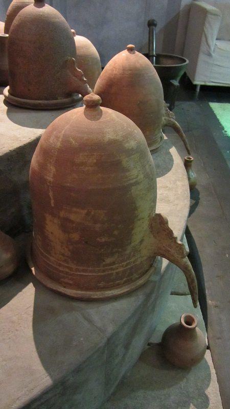 Devinette : koicé ? Un alambic, dont on se servait pour fabriquer les parfums.