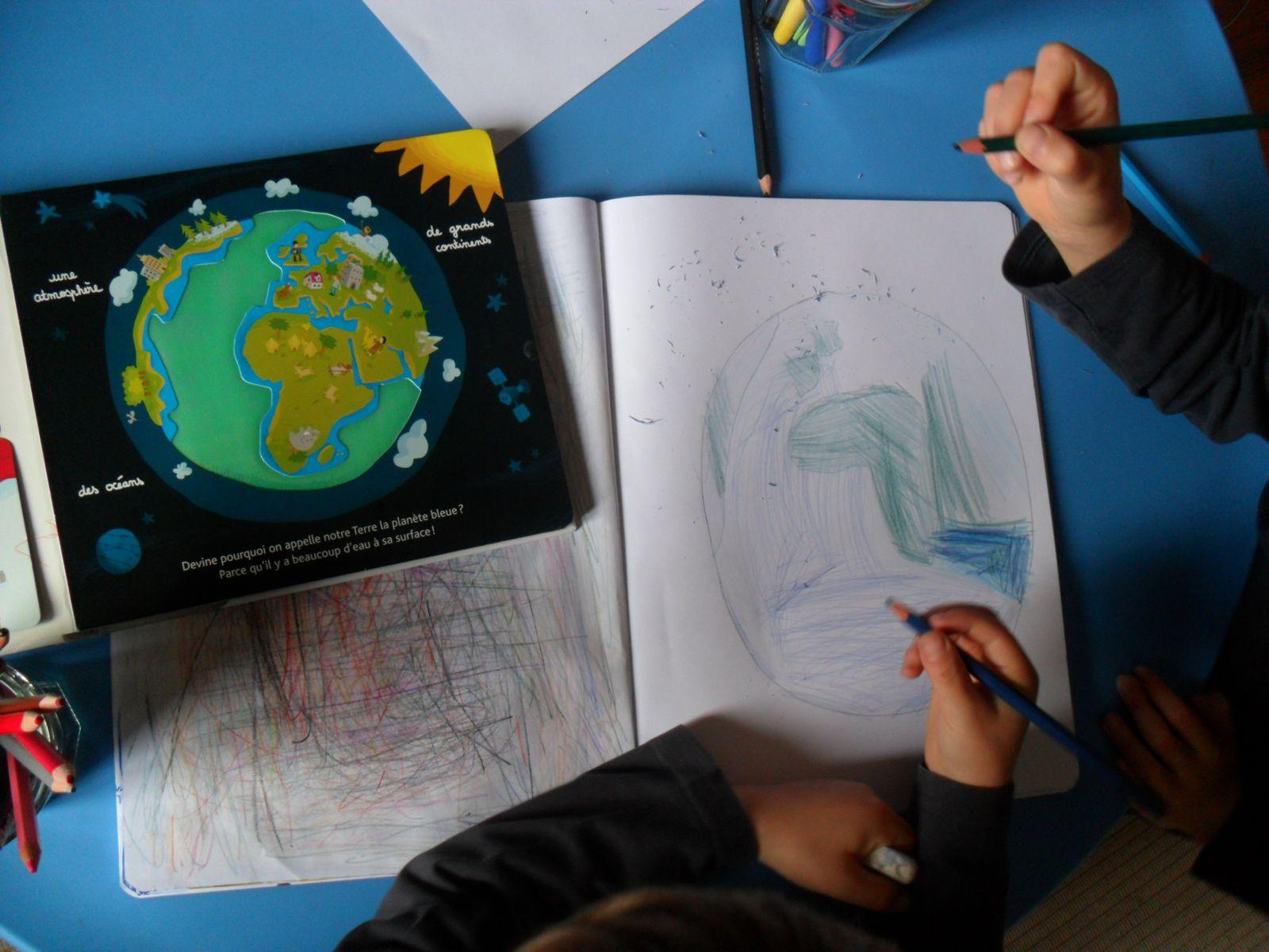 """Dessiner la terre (en s'aidant du livre """"l'espace à toucher"""")."""