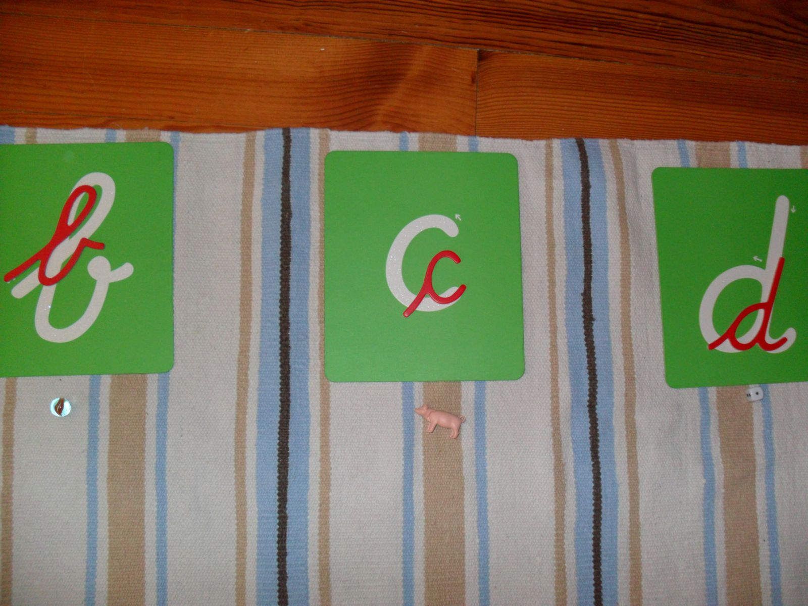Associer des objets aux lettres rugueuses (bille commence par b)