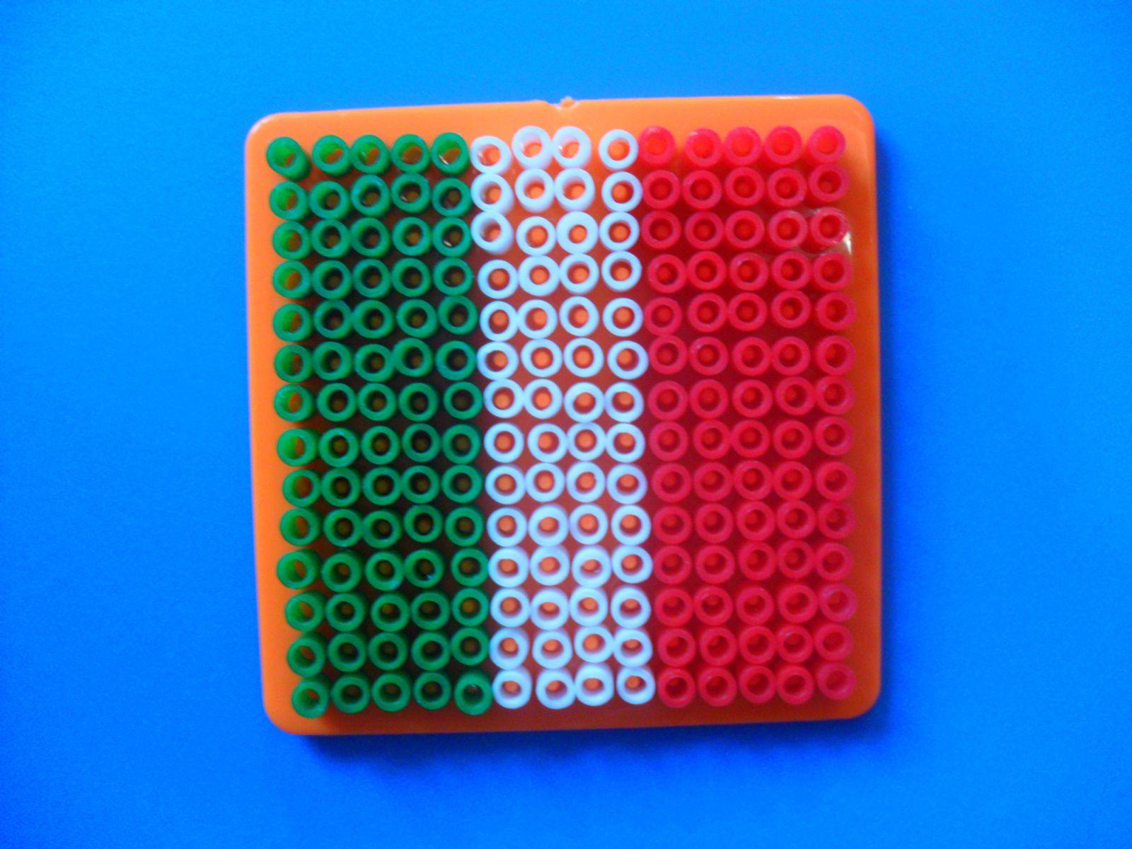 Le drapeau mexicain en perles à repasser (sans le dessin central)