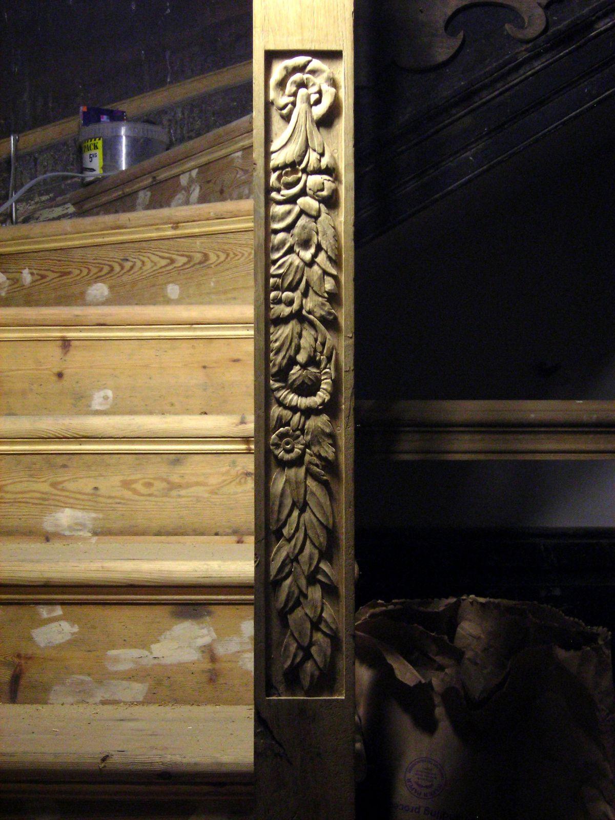 Les montants, un motif inspiré d'un escalier de style Jacobin.