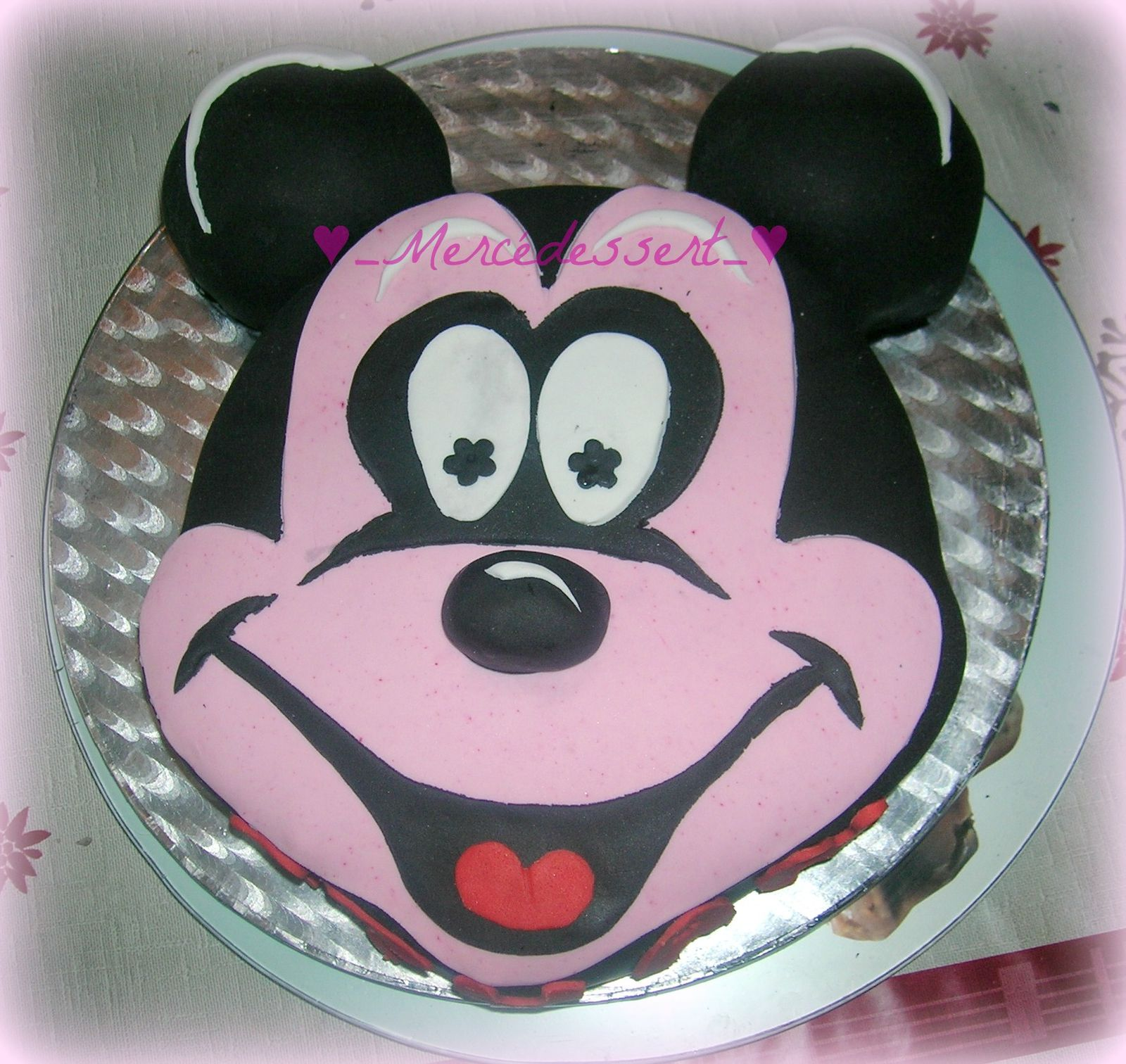 G teau mickey en p te sucre merc dessert for Decoration pate a sucre
