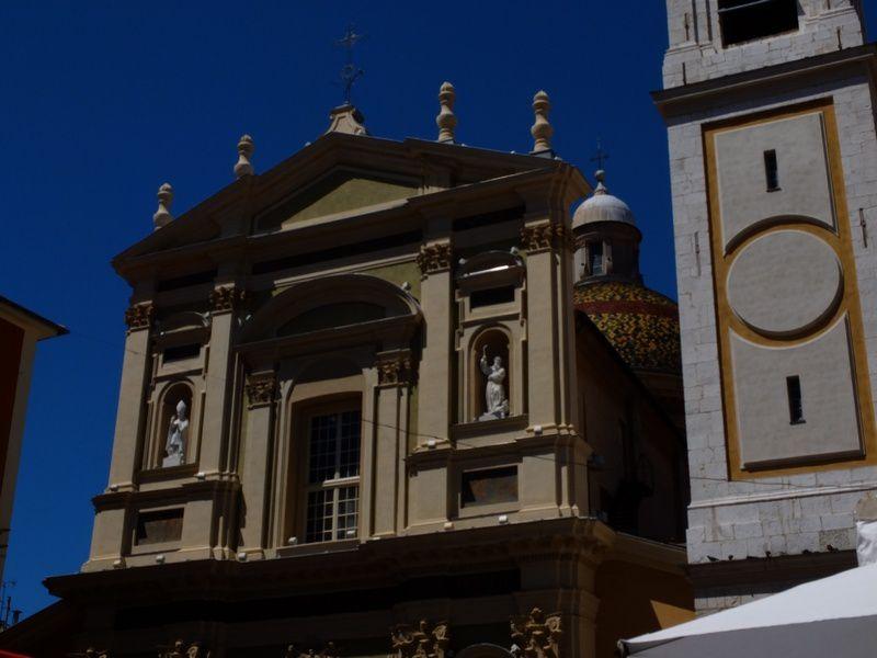 Cathédrale Sainte Réparate, sur la place Rossetti.