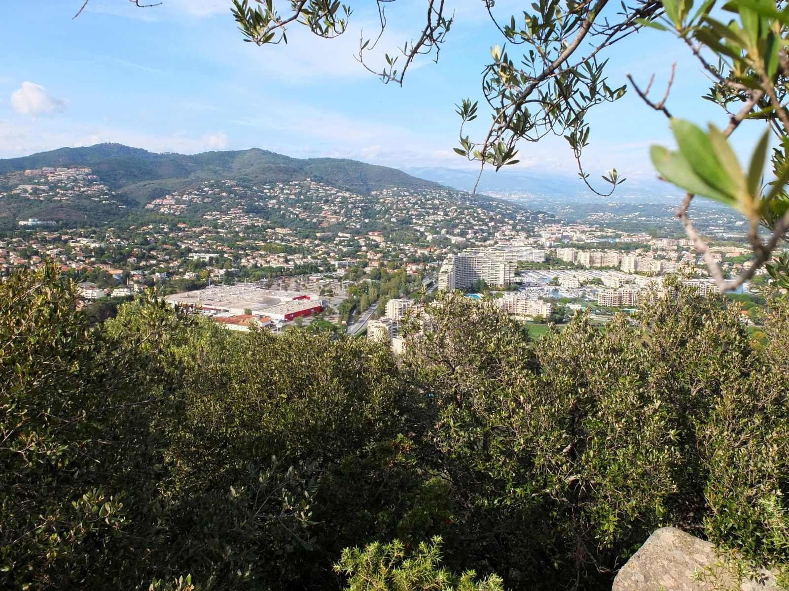 Vue depuis San Peyre : Notre-Dame d'Avinionet se trouvait quelque part...