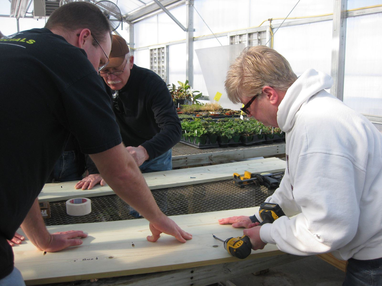 Assembling the front support of the cold frame.
