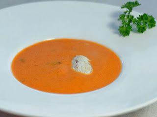 Velouté de tomates et poivron, crème de chèvre