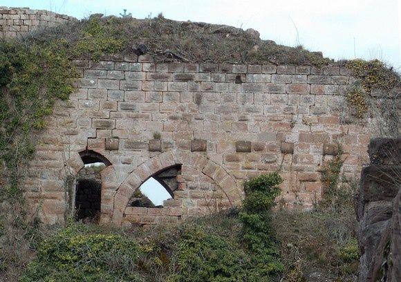 Le mur bouclier du Château de Dreistein