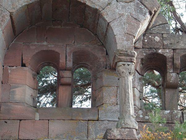 Châteaux de grès, châteaux de granite