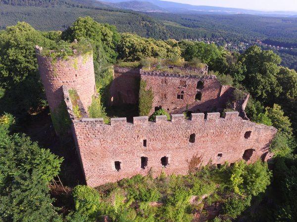 Le château de Lutzelbourg, vu du ciel