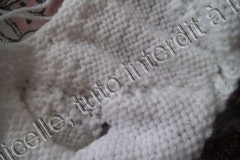 Envers du tricot , on voit où est tricotée la dentelle