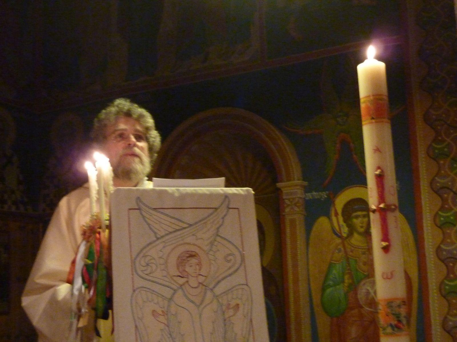 Père Pascal à l'ambon