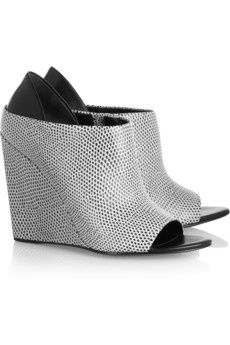 Snake-effect leather wedges