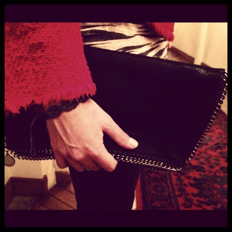 Pantalon H&M , chaussures et Tshirt Zara, veste Iro, Pochette Stella Mc Cartney, collier Forever 21