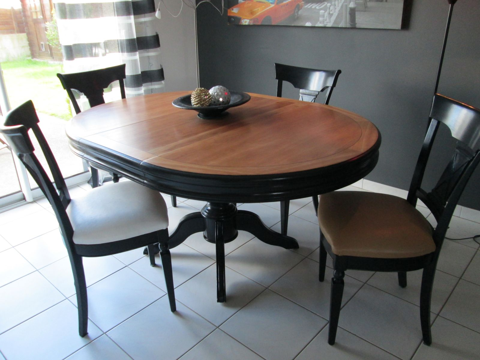 relooking d 39 une table louis philippe et chaises coco. Black Bedroom Furniture Sets. Home Design Ideas
