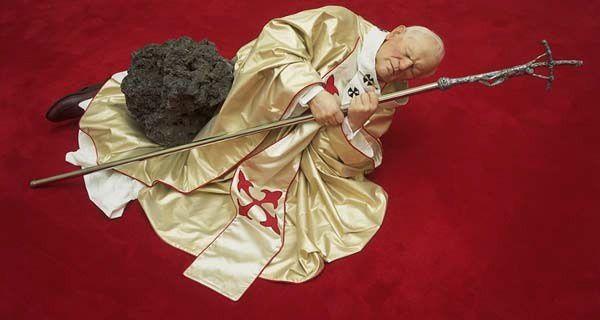 Jean-Paul II après avoir touché la main du Thin White Plouc.
