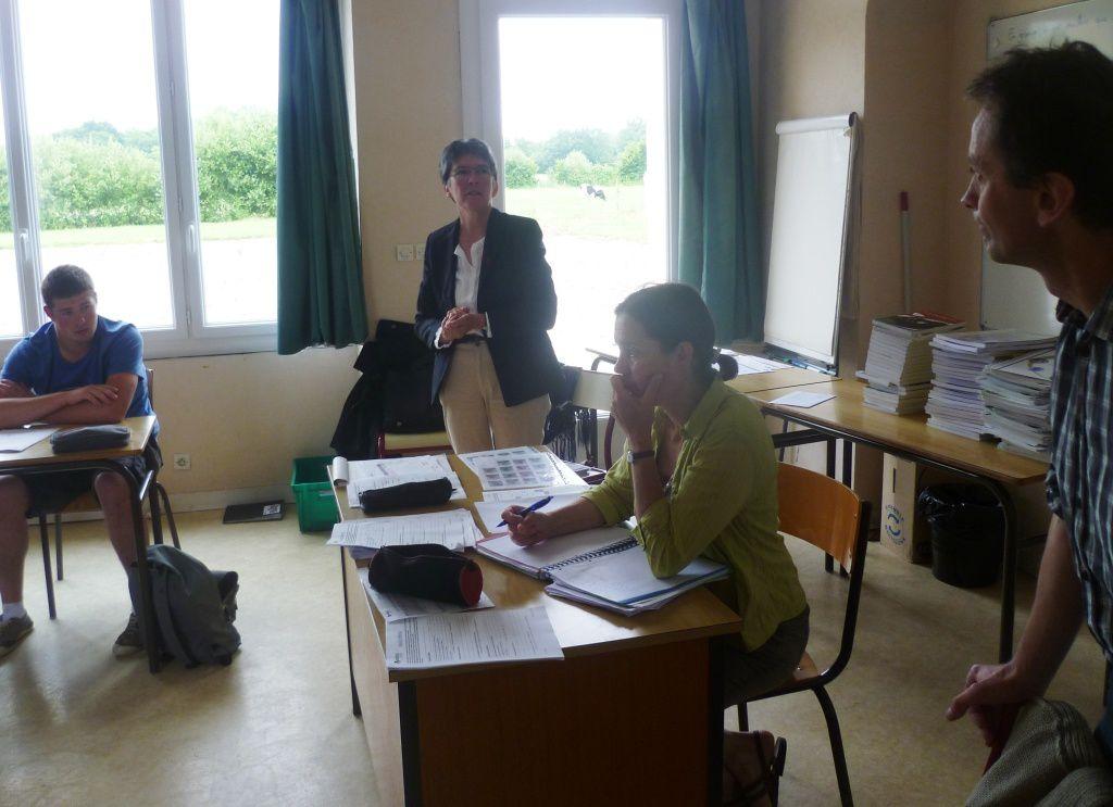 Nicole de Bersac (à droite) pendant son intervention