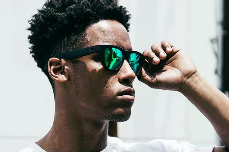 Zungle, écouter sa musique par conduction osseuse et portant des lunettes de soleil