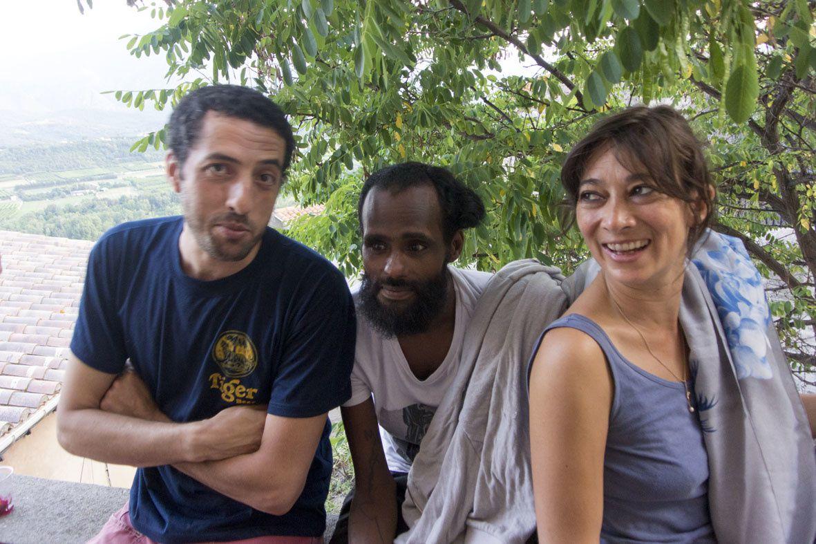 De gauche à droite : Rizak, Ali Mahdi et Anne Strenger