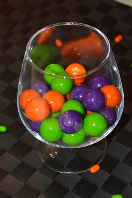 des belles boules de chewing-gum ramenées des Etats-Unis où les rayons pour Halloween étaient bien garnis !
