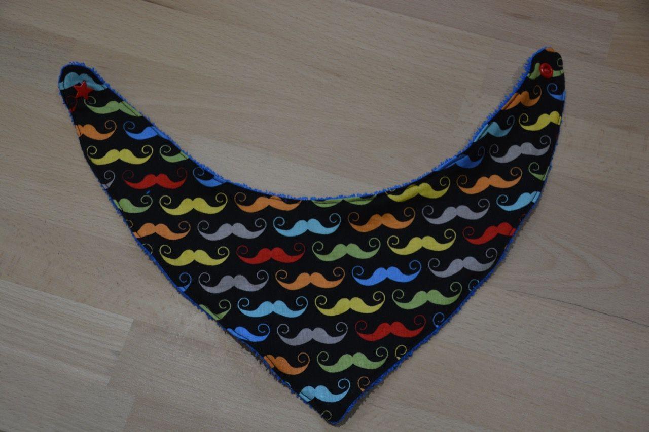 Un petit bavoir moustaches ...