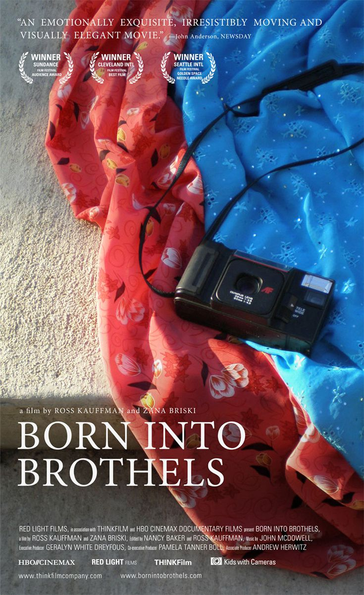 Affiche du documentaire << Born Into Brothels : Calcutta's red light kids  >> ( 2004 )