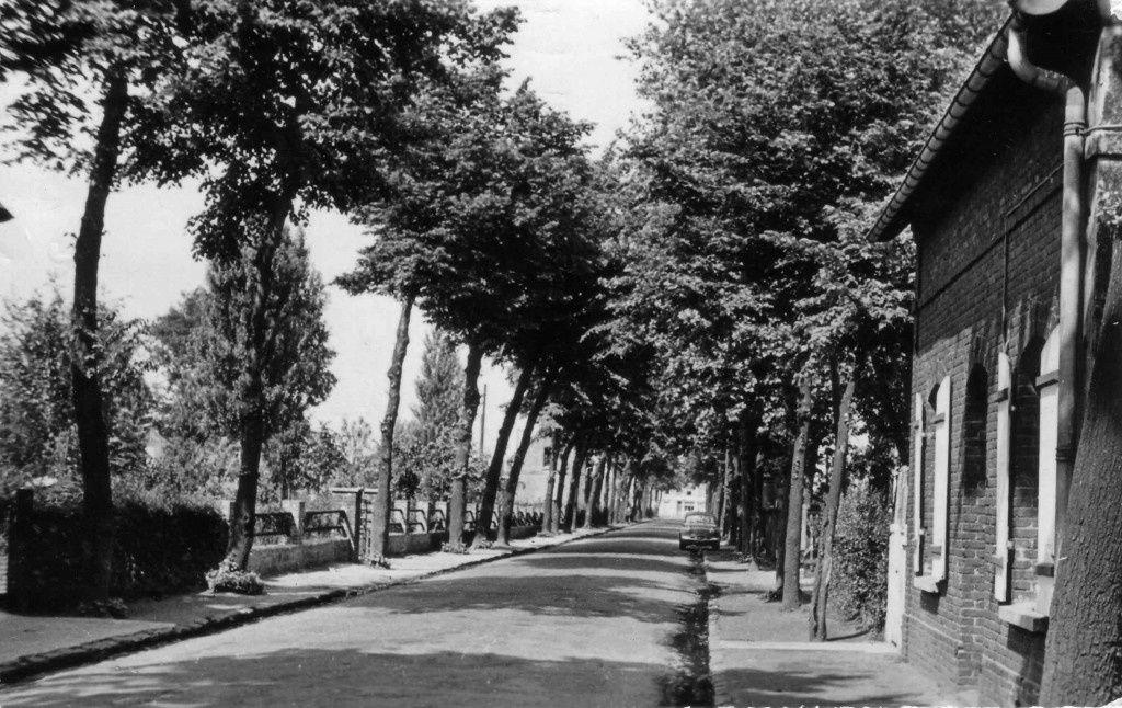 Entrée du jardin public, côté boulevard Arago, face à l'école Jeanne d'Arc
