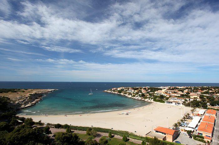 La plage du Pescadou en Provence, un avant goût des vacances pour les enfants de la commune.