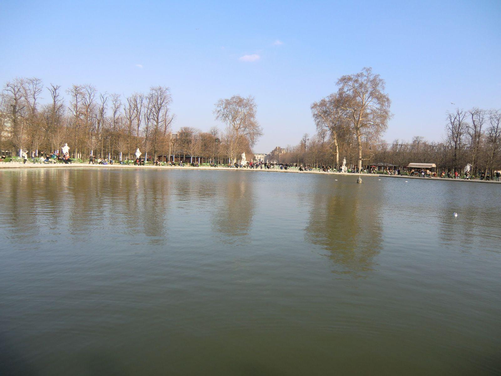 Le grand bassin octogonal dans le jardin des Tuileries