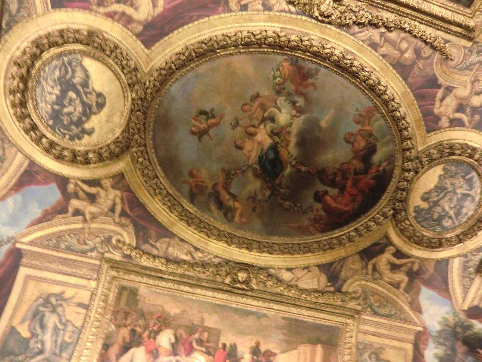 le plafond de François Lemoyne figurant l'Apothéose d'Hercule et le plafond du Salon de l'Abondance