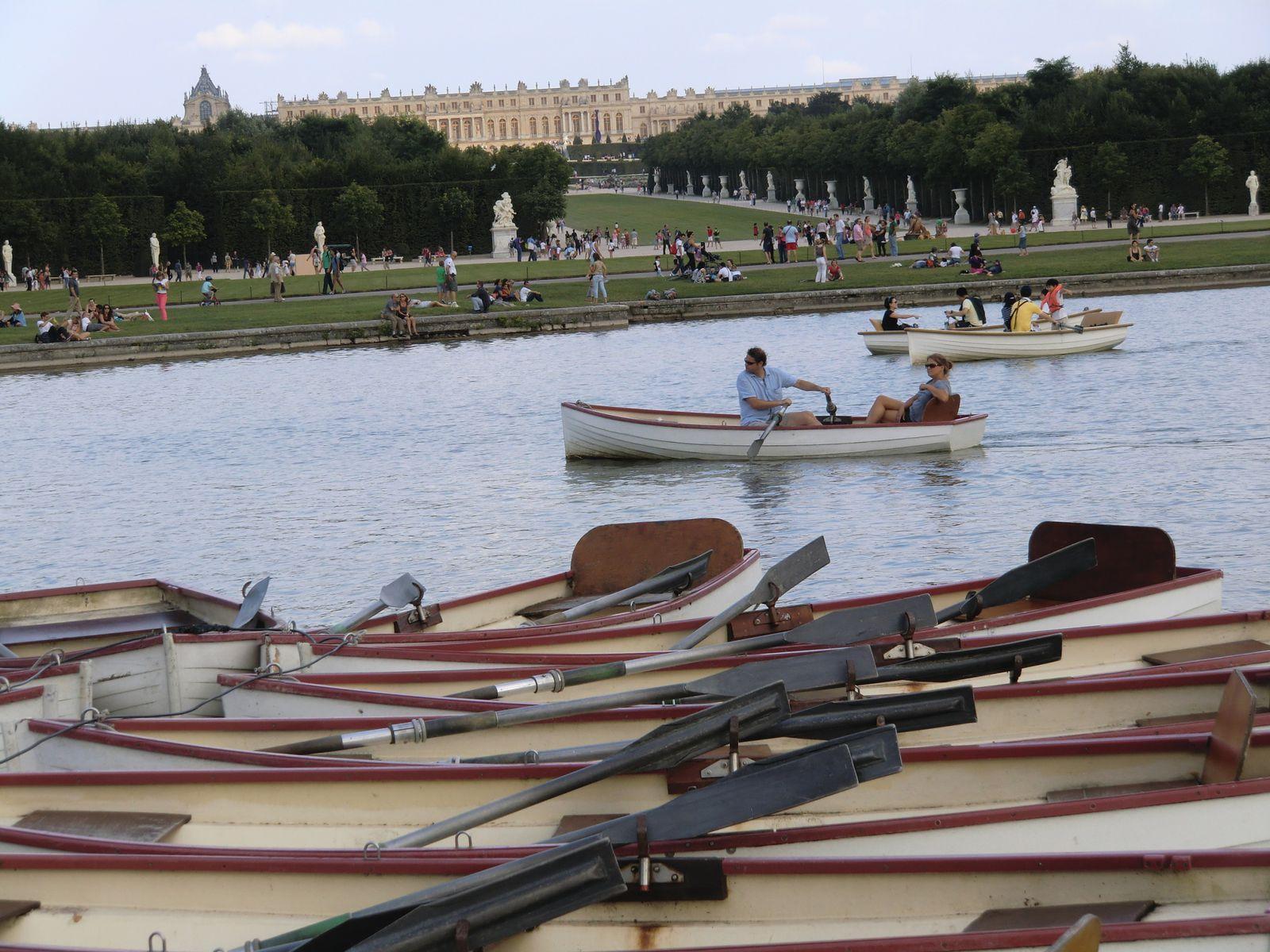 Les barques sur le Grand Canal, le Château en arrière-plan