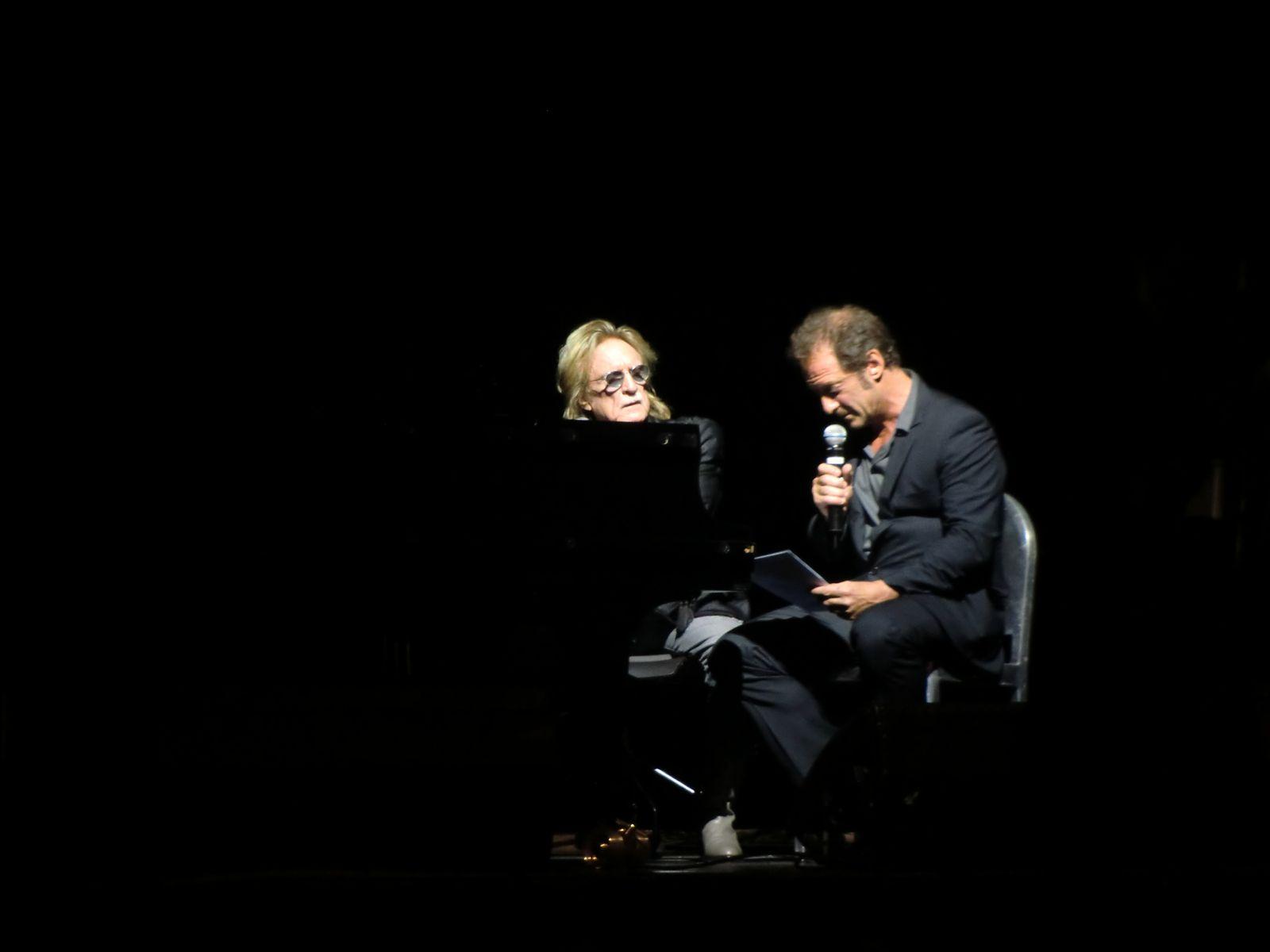 """Christophe et Vincent Lindon chantent """"Les Mots Bleus"""""""