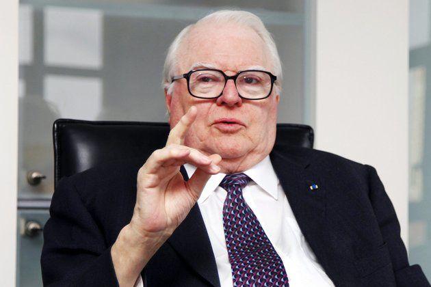 """Pierre MAUROY, ancien Premier ministre, qui fut le premier chef d'un gouvernement socialiste de la Ve République sous la présidence de François Mitterrand  """"de 1981 à 1984"""""""