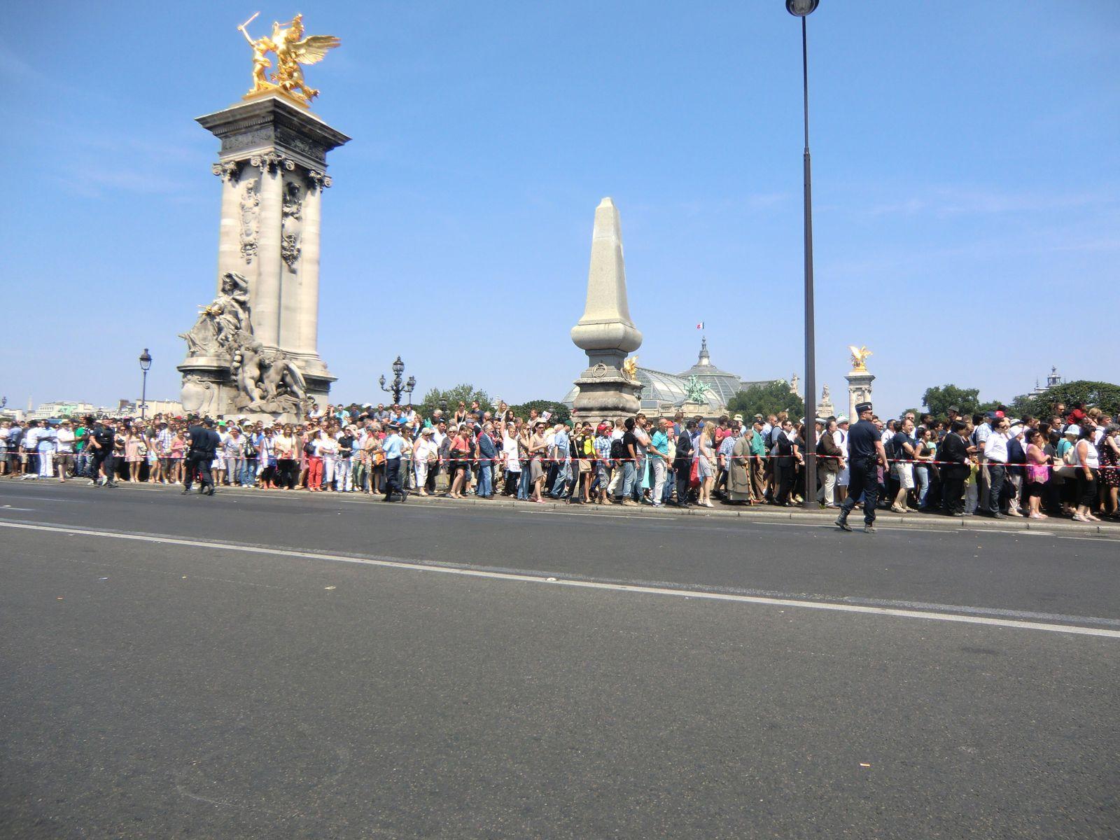 l'arrivée de la foule Quai d'Orsay