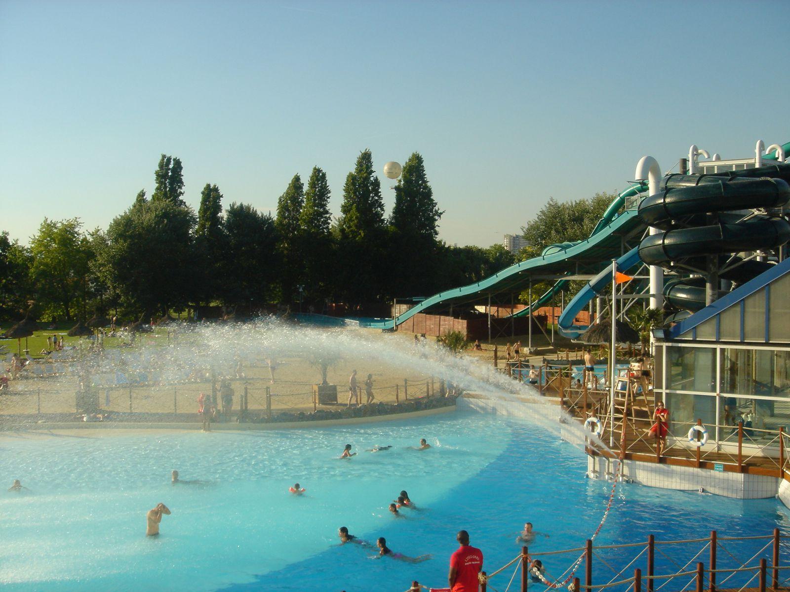 Toboggans et jets d 39 eau c t public for Exterieur aquaboulevard