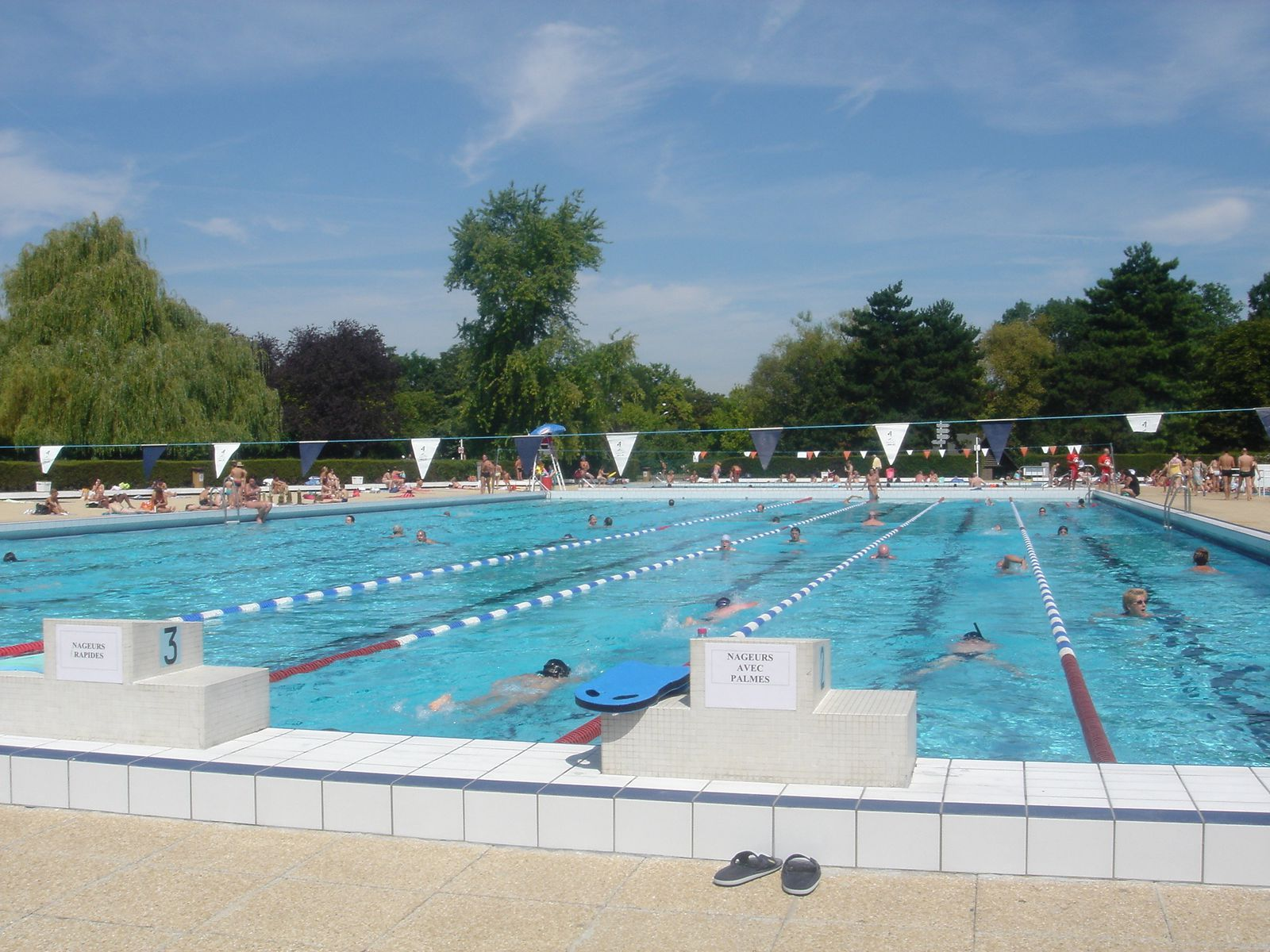 Redirecting to for Piscine grand parc