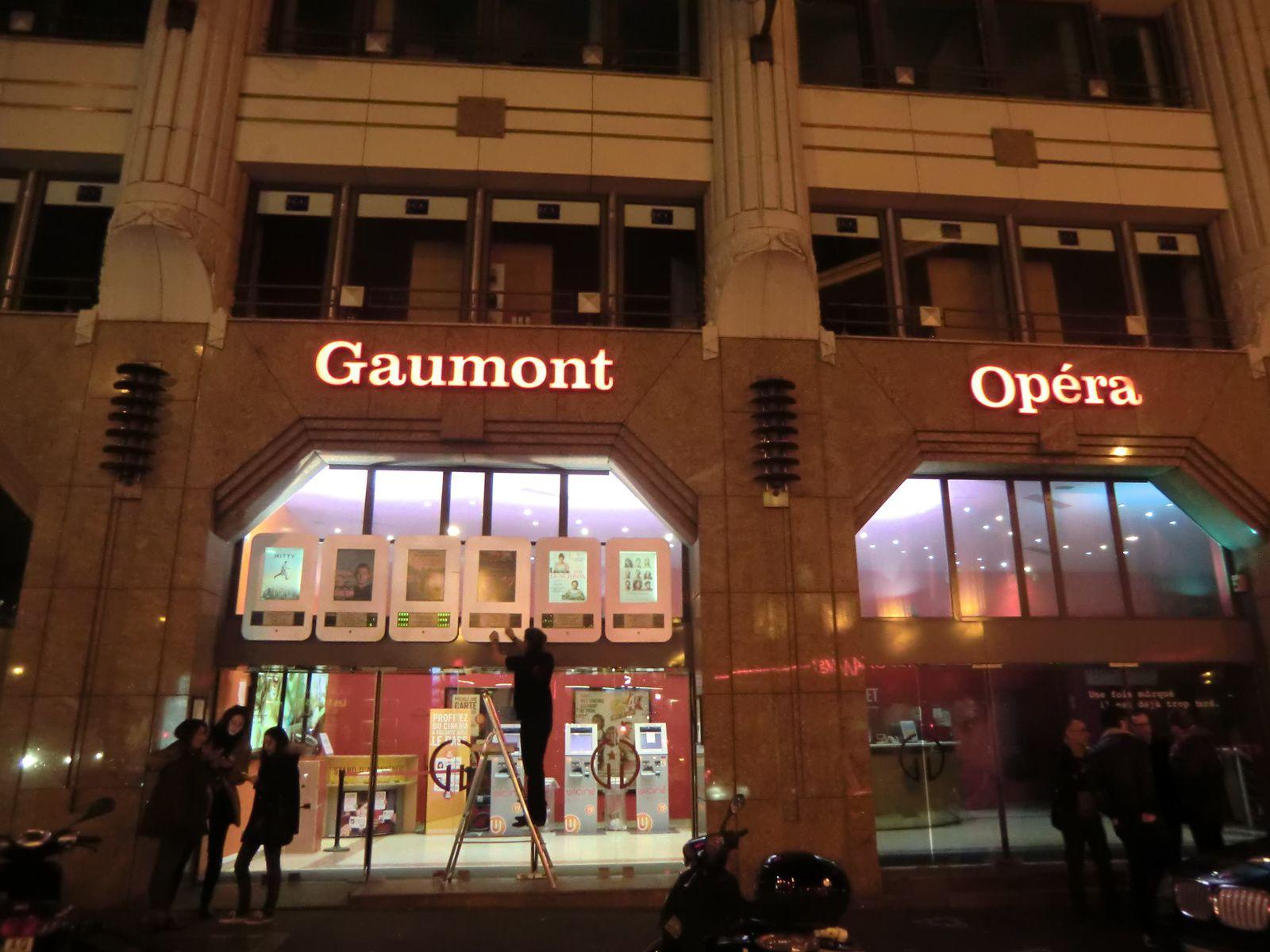 Le cinéma Gaumont Opéra Premier dans le 2ème arrondissemnt de Paris. Les deux autres cinéma Gaumont Opéra, Capucines et Français qui se trouvent en face se situent dans le 9ème arrondissement.