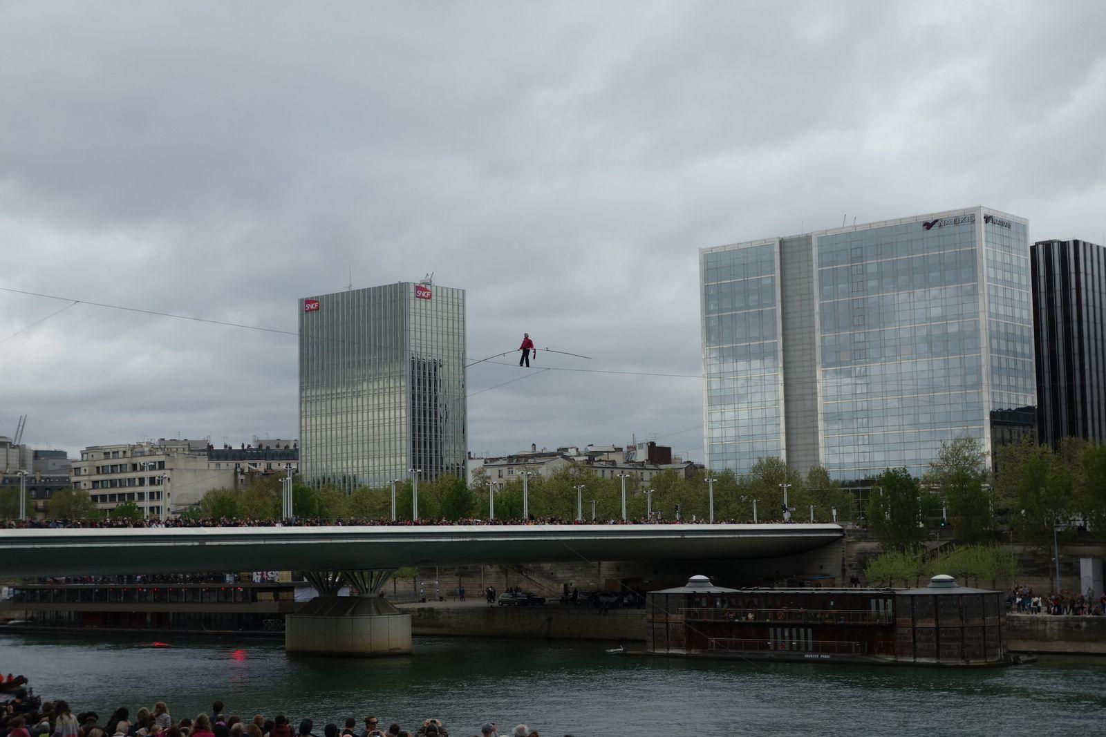 DENIS JOSSELIN FUNAMBULE TRAVERSE LA SEINE (6/04/2014)