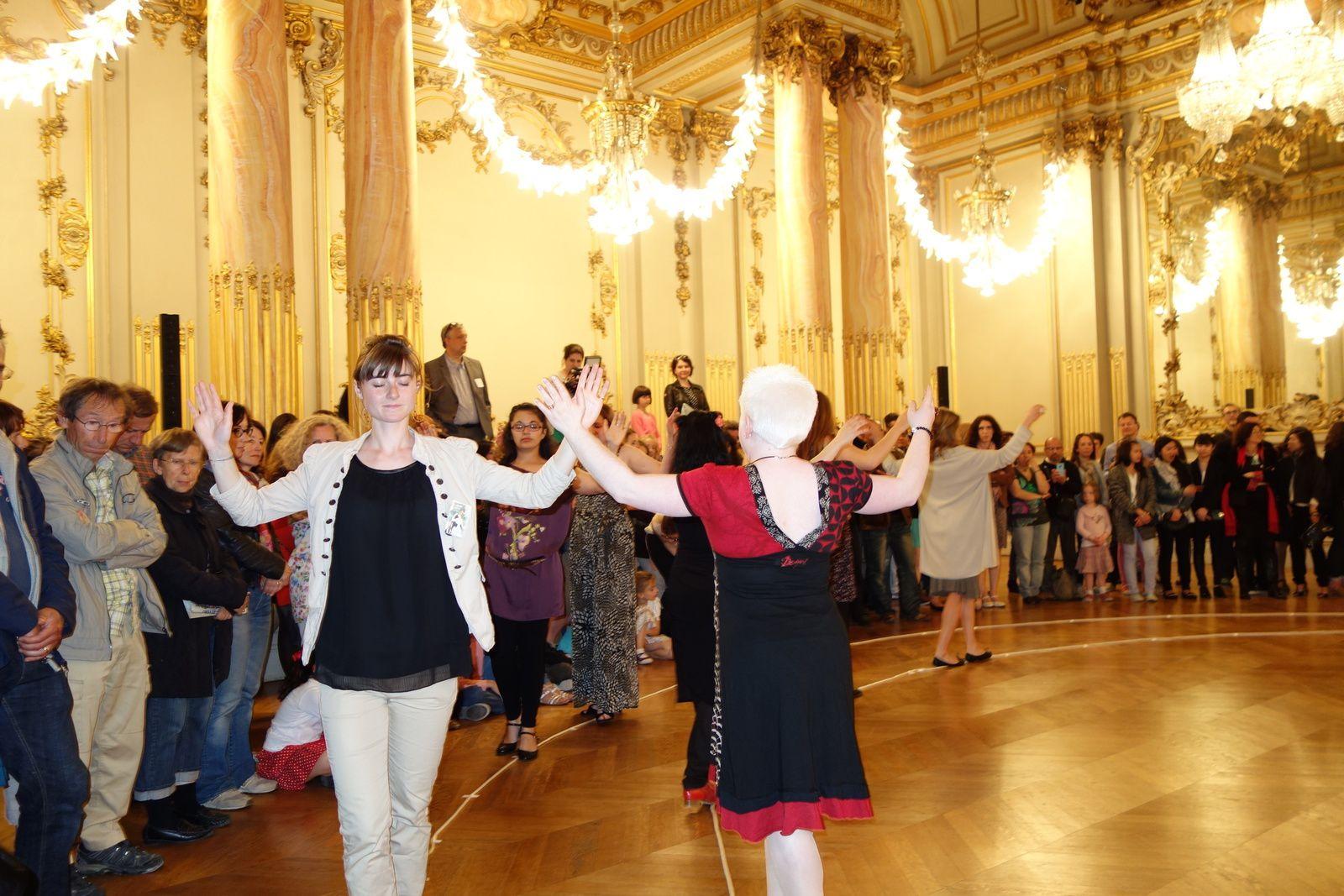 premiers pas de danse dans la salle des Fêtes