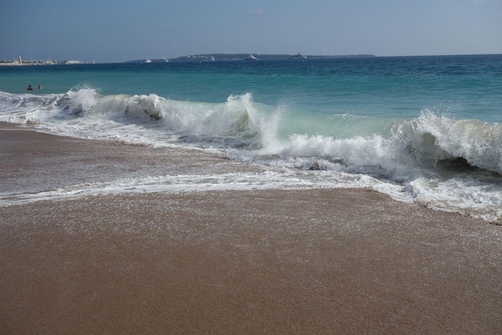 Les vagues face aux Iles des Lerins