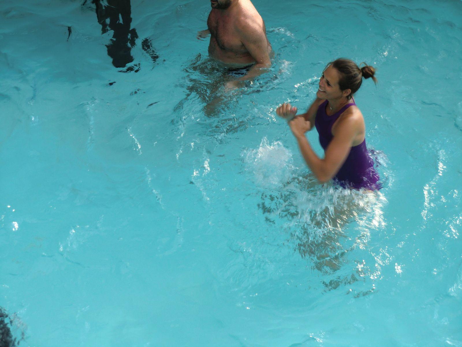 Et Laure Manaudou s'intègre au cours d'aquagym