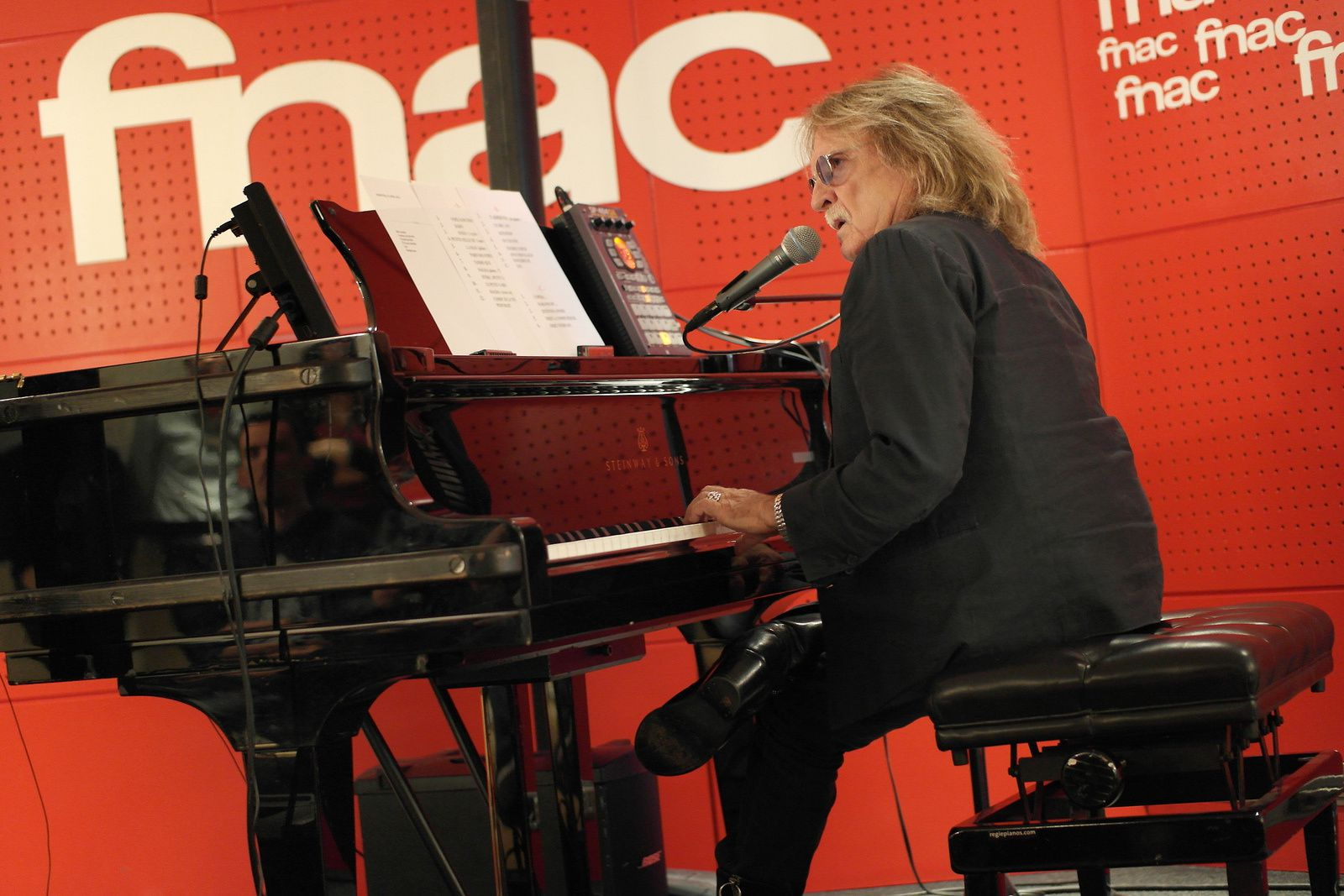 CHRISTOPHE en showcase à la Fnac Saint Lazare (15/04/2016)