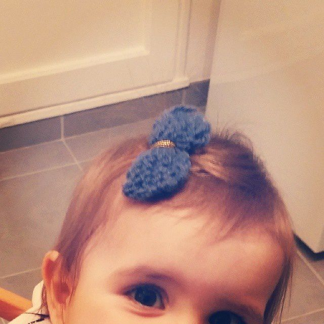 Les cheveux qui poussent... et l'occasion d'étrenner les kikis de marraine :)