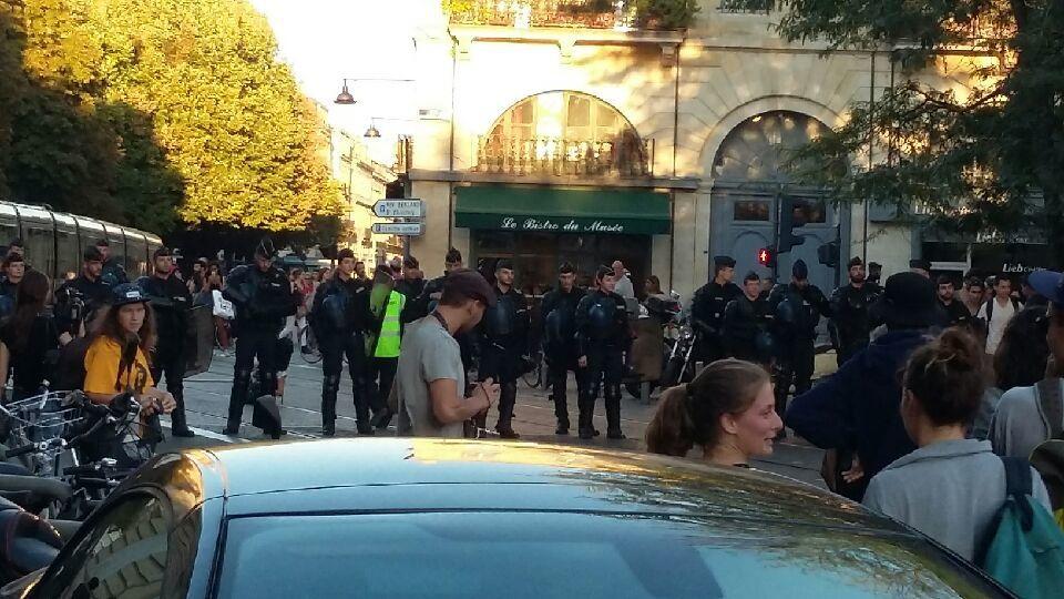 Hier à Bordeaux Offensive générale de l'extrême droite contre les migrants.