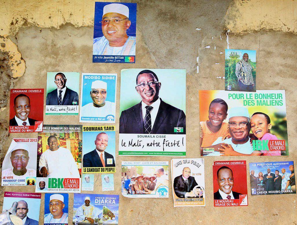 Affiches et posters de quelques-uns des 27 candidats à la présidence de la IIIè république du Mali