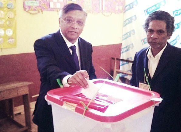 Le docteur Jean-Louis Robinson a voté à Ambohimiandra, le 25 octobre 2013