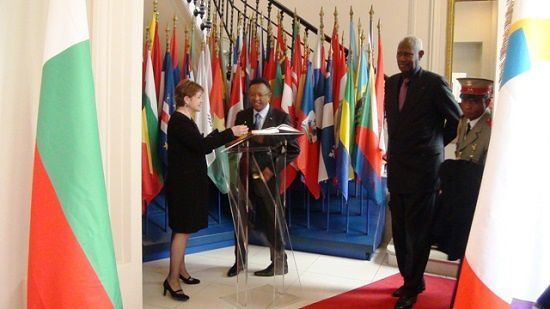 Le Président Rajaonarimampianina au siège de l'OIF, avec Abdou Diouf, le lendemain de la Journée internationale de la Francophonie. Drôle de photo, n'est-ce pas ?