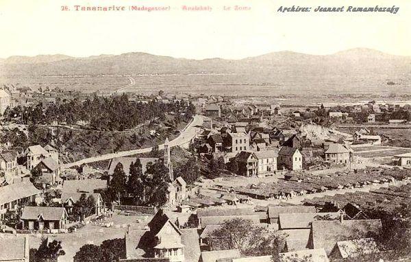 Analakely et ses environs dans les années 1920. Comparé aux infrastructures actuelles, on peut dire que les quartiers se sont développés. Mais n'importe comment...